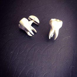 دکمه سردست دندانی