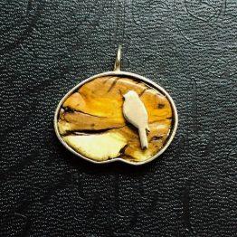 مدال طرح گنجشک و چوب