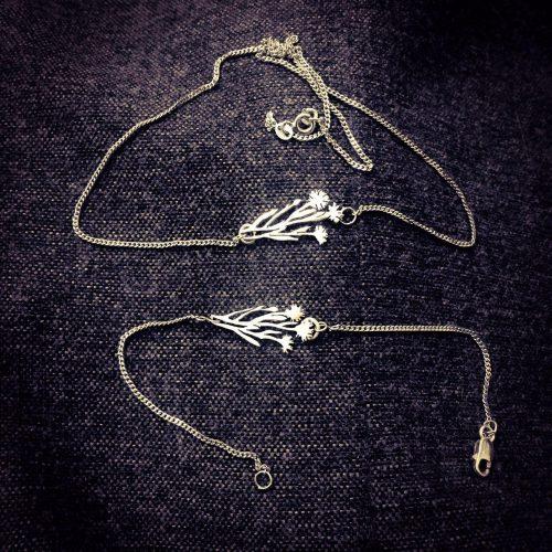 مدال گردنبند دستبند دست ساز گل میخک نقره