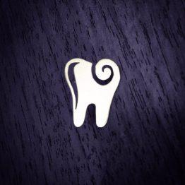 سنجاق سینه دندان موج دار