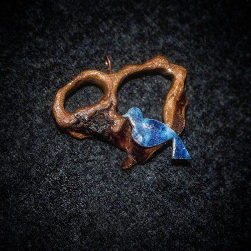 گردنبند دست ساز پرنده چوب میناکاری